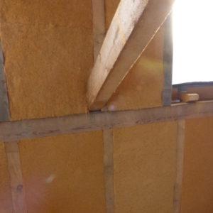zevnitř izolujeme celou stavbu v několika vrstvách izolací z dřevité vaty téhož dodavatele