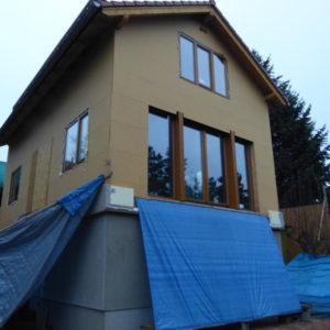 s novými okny jsme zase blíže k cíli, ale ještě nás čeká dřevěný obklad fasády