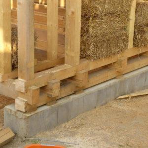 uložení vrchní stavby na betonových pasech