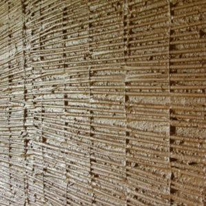 rákosování stěn pod hliněnou omítku, upraveno pro soudržnost jílovým šlemem