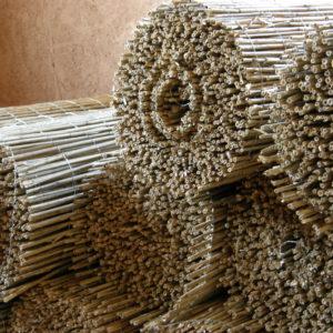přírodní rákos - nezbytná součást přírodního stavitelství